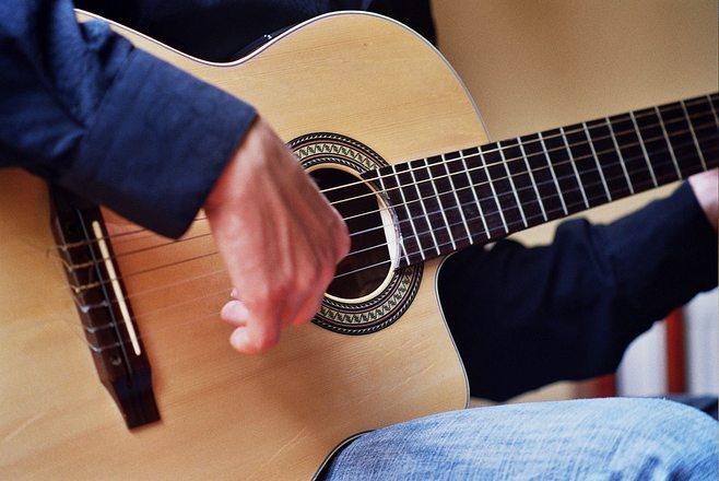 Чем настраивать гитары